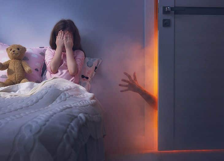 difference between nightmares and night terrors